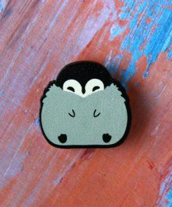 Деревянный значок Пухлый пингвиненок