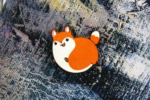 Деревянный значок Пухлая лисичка