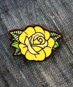 Деревянный значок Желтая роза