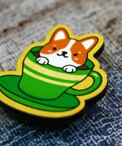 Деревянный значок Песик в зеленой чашке