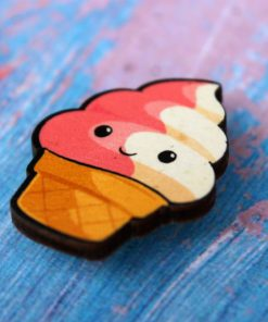 Деревянный значок Мороженка