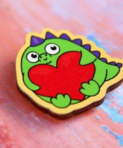 Деревянный значок Динозавр с сердечком