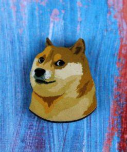Деревянный значок Doge