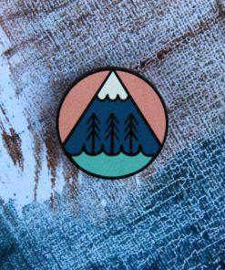 Деревянный значок Гора и лес
