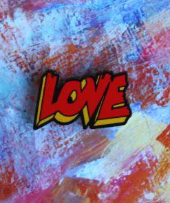 Деревянный значок Love