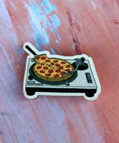Деревянный значок Проигрыватель с пиццей
