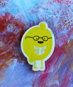 Деревянный значок Лимон в очках