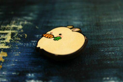 Деревянный значок Пухлый кролик