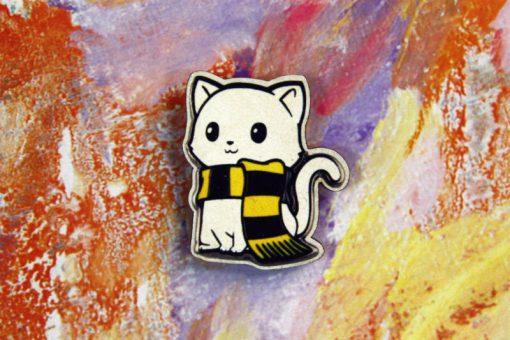 Деревянный значок Котик с шарфиком
