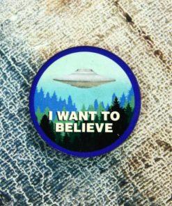 Деревянный значок I want to believe